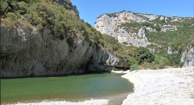 Bord de l'eau non loin du camping du Perthus