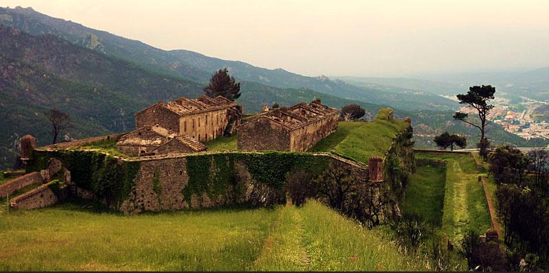 Proche du camping du Perthus, le château de Bellegarde
